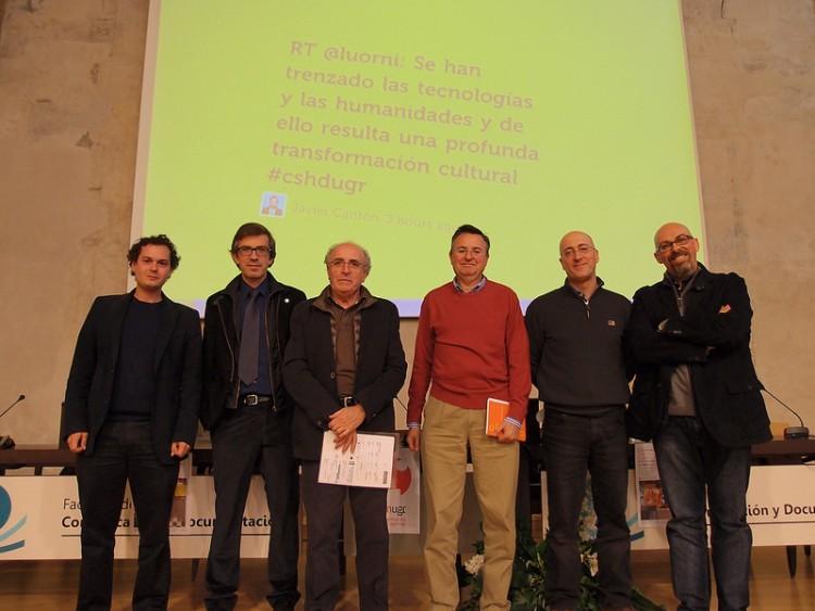 Juan Carlos de Pablo, en las Jornadas de Ciencias Sociales y Humanidades Digitales de la UGR (diciembre 2013), haciendo gala de la alegría chertertoniana del color rojo.