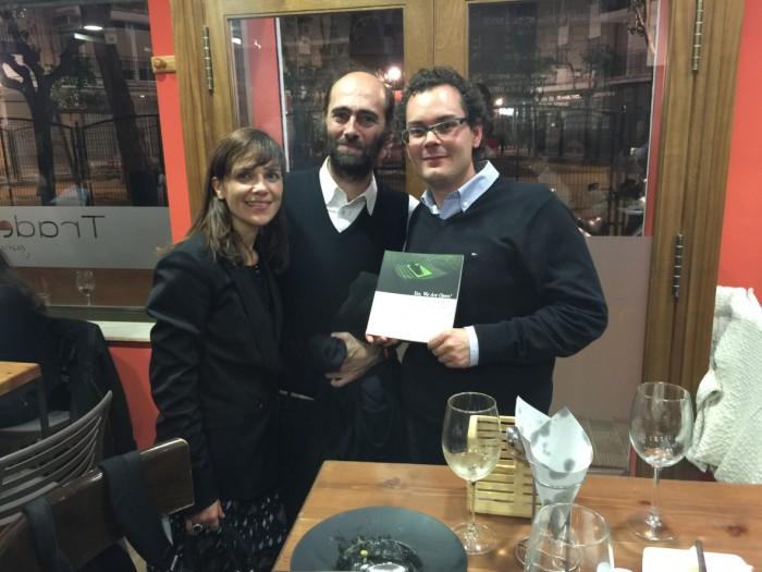 """Teresa Duarte, José Pérez y yo mismo con el libro """"yes, we are open!"""""""